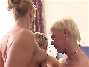 gonzo Omas - unexperienced German grandmas boink in a four-way