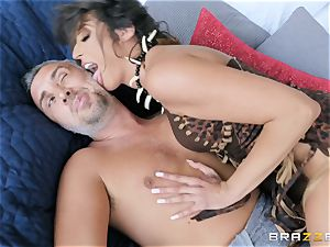 Keiran Lee going deep into Christiana Cinn