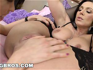 cougar Kendra enthusiasm threeway with petite Riley Reid