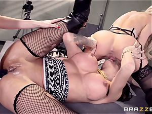 Cops Jessa Rhodes and Kendra James poke prisoner Kayla Carrera