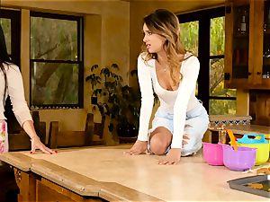 Mercedes Carrera seduces gorgeous babe Uma Jolie