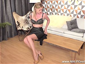 blonde finger-tickling humid honeypot in vintage nylons high stilettos