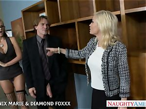 Blondes Phoenix Marie and Diamond Foxxx tear up in 4some