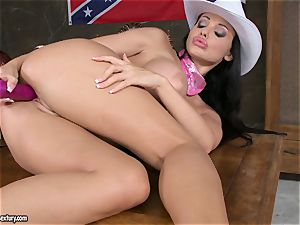tantalizing slut Aletta Ocean toys her raw pussy
