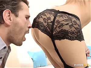 Dani Daniels ends a super hot plow with a exclusive pumping out
