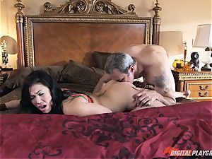 London Keyes porked in her tasty fuckbox pudding by the anchor stud