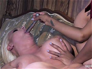 Leya flashes skin how to satiate a damsel