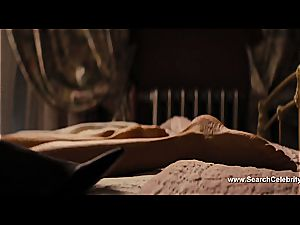 Margot Robbie naked in The teddy of Wall Street