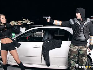 Zombie hunter Peta Jensen filled by a ginormous man meat