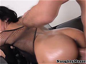 massagist pussyfucked by her customer