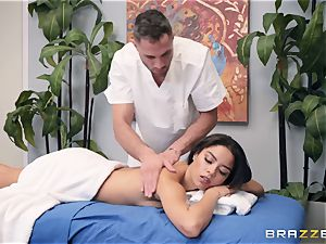 sensual massage turns into a voluptuous poke