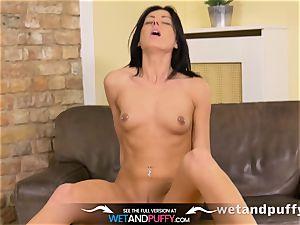 Wetandpuffy - Glass fuck stick have fun for her virgin cooch