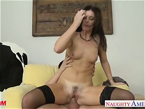 Stockinged mommy India Summers gets penetrated and facialized