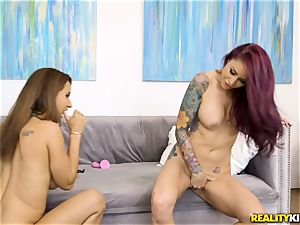 Isis enjoy and Monique Alexander finger pumping out