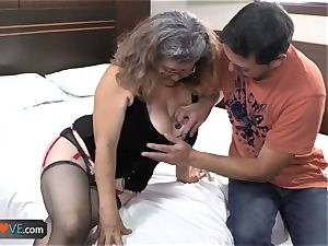 AgedLove plump mature is boning on couch
