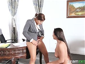 Keisha Grey flashing Karlee Grey whose manager