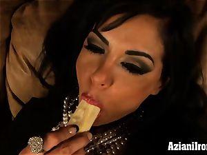 The stunning Viana demonstrates off her supah moist muff