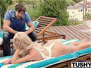 muddy Tasha Reign plays a nifty mega-slut that steals boyfriends