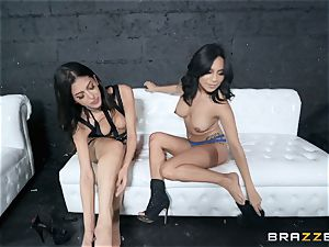 Sophia Leone eating out her acquaintance